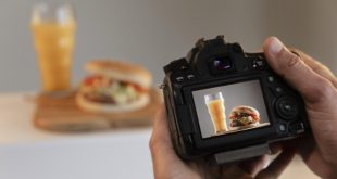 product-photographer-with-camera-studio